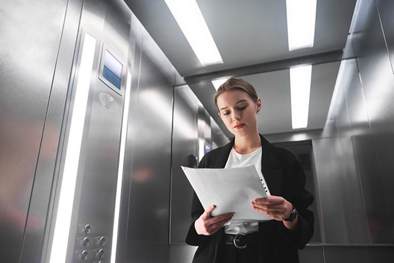 خروج اضطراری مسافرین مبحوس از کابین آسانسور