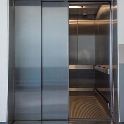 نحوه عملکرد مکانیزم درب کابین آسانسور
